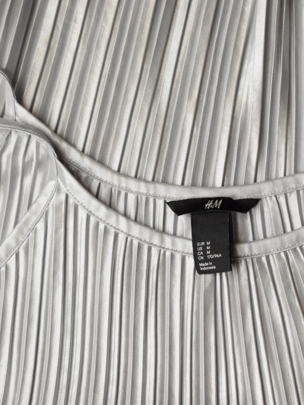 Bluza H&M (#7604) - SASSY STATION Fashion Marketplace - vinde și cumpără haine, pantofi, genti, accesorii pentru femei