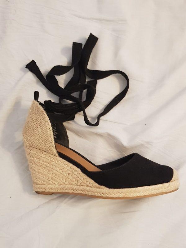 Sandale cu toc H&M (#15243) - SASSY STATION Fashion Marketplace - vinde și cumpără haine, pantofi, genti, accesorii pentru femei