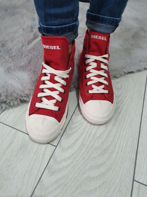 Pantofi sport DIESEL (#16654) - SASSY STATION Fashion Marketplace - vinde și cumpără haine, pantofi, genti, accesorii pentru femei
