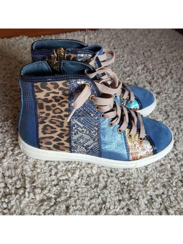 Pantofi sport LORI ORIGINAL (#17012) - SASSY STATION Fashion Marketplace - vinde și cumpără haine, pantofi, genti, accesorii pentru femei