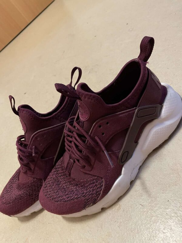 Pantofi sport NIKE (#17504) - SASSY STATION Fashion Marketplace - vinde și cumpără haine, pantofi, genti, accesorii pentru femei